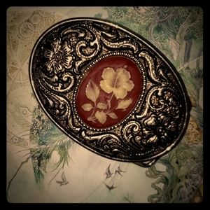 Flower embroidered belt buckle